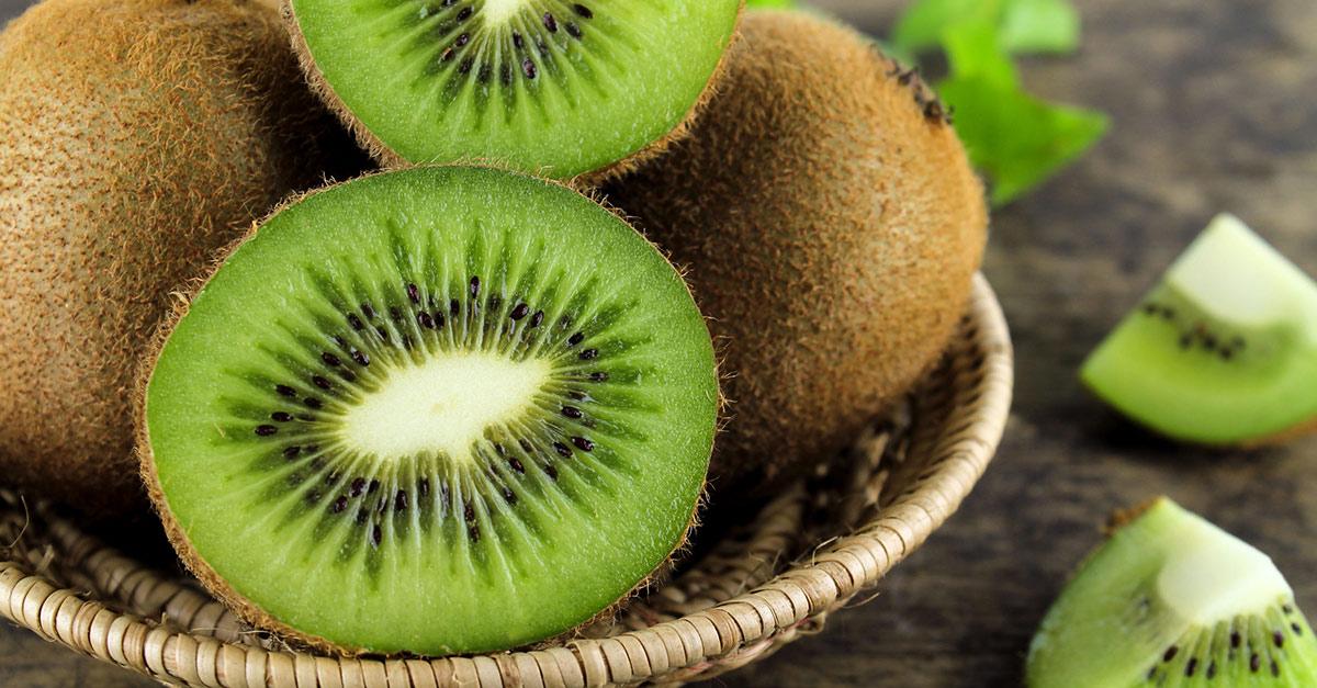 Loại quả này chứa nguồn kali, magie, vitamin E và chất xơ dồi dào. Hàm lượng vitamin C của kiwi còn cao gấp đôi so với cam.
