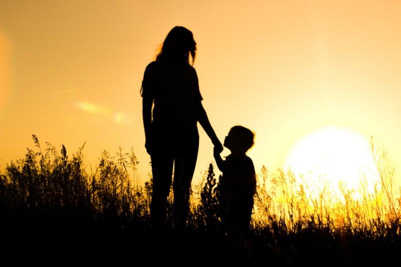 Từ tâm luôn là điều ai cũng cần cố gắng làm được, phụ nữ từ tâm sẽ giúp chồng con được hưởng phúc đức cả đời – Ảnh: Internet
