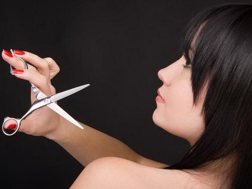 Rất nhiều người kiêng cắt tóc trong ngày mùng 1 vì họ sợ nếucắt tóc thì tài lộc sẽ tiêu hao suốt cả tháng đó.