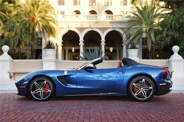 F60 America là mẫu xe được sản xuất để kỉ niệm 60 năm Ferrari xuất hiện ở thị trường Bắc Mỹ.