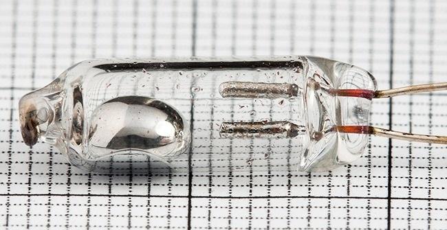 Thủy ngân là kim loại duy nhất giữ được chất lỏng ở nhiệt độ phòng. Nó chủ yếu được sử dụng trong sản xuất nhiệt kế. Tuy nhiên, ngành công nghiệp hóa chất, sản xuất kim loại và nông nghiệp đã nhìn thấy sự hữu ích từ nó cho cuộc sống của con người. Điều này đã nâng giá trị của kim loại này lên cao.