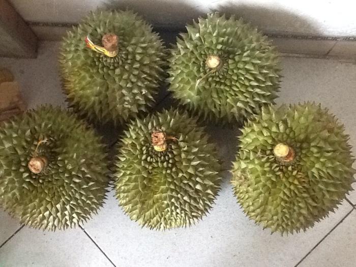 Nhưng những trái cây có mùi quá nặng như sầu riêng thì cũng không nên thắp hương ngày Rằm, mồng Một, ngày Tết.
