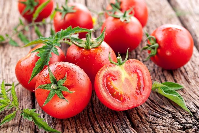 Những trái cây có vị cay đắng, không ngọt ngào như sầu riêng, ớt cay, tiêu cũng không được đưa lên bàn thờ gia tiên hoặc trong mâm cơm cúng Tết.