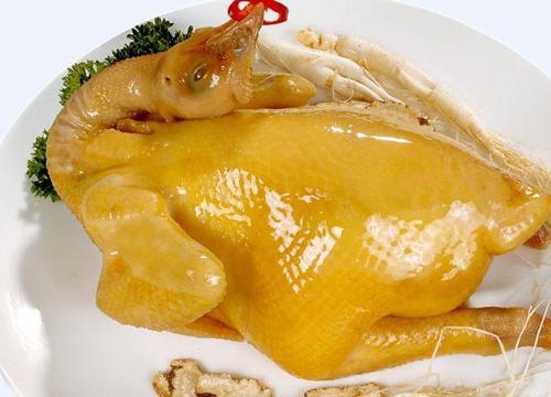 Để gà luộc vàng ươm, đẹp mắt, da không nứt cũng cần có bí quyết (Ảnh: Internet)