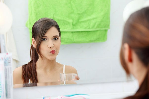 Súc miệng bằng nước lá bàng hàng ngày, bạn sẽ không phải lo lắng các vấn đề về răng miệng nữa