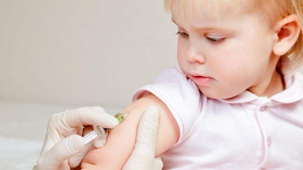 Hãy cho con trẻ tiêm vacxin ngay khi đủ tuổi