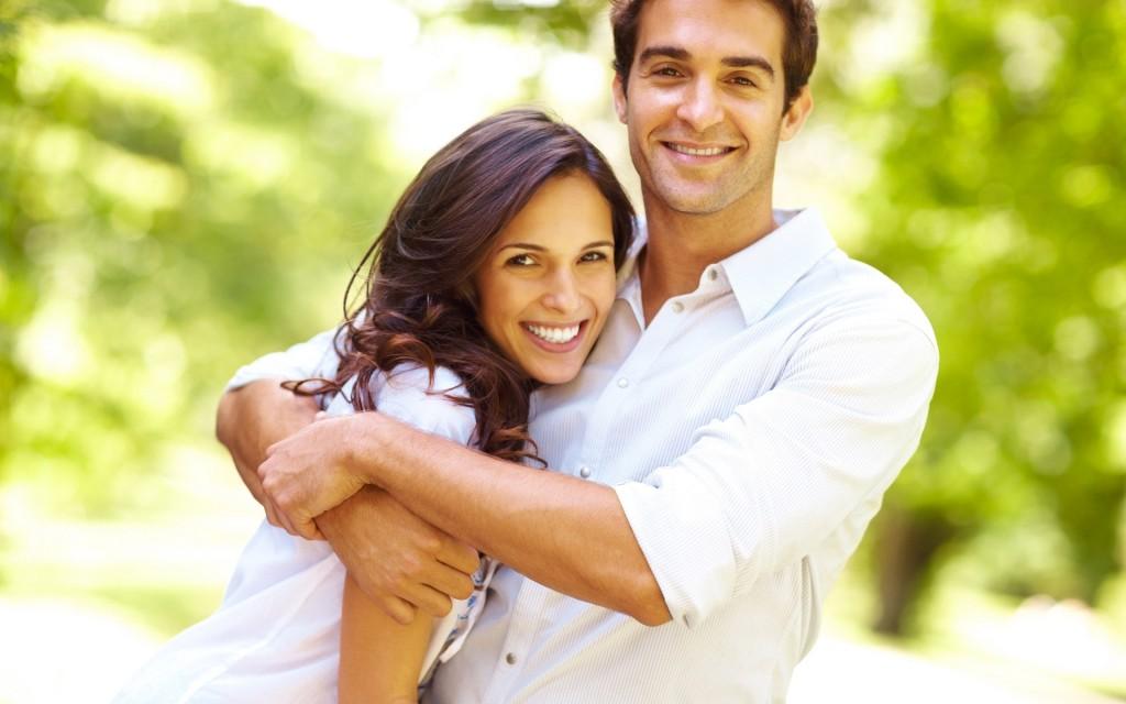 Vợ chồng nên thường xuyên vui vẻ trò chuyện cùng nhau(Ảnh minh họa)