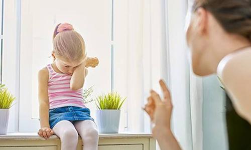 Nhưng lúc này các bậc cha mẹ nên tránh việc thuyết giảng, chỉ cần đơn giản và thực tế là được.