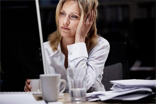 Thường xuyên thức khuya làm việc sẽ ảnh hưởng rất xấu đến cơ thể. (Ảnh: Getty)