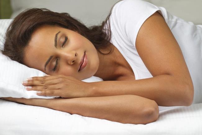 Giấc ngủ đúng giờ là điều tốt nhất để bảo vệ gan. (Ảnh: Guardianlv.com)