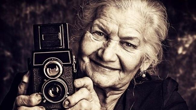 Lá thư của cụ bà 83 tuổi đã khiến nhiều người rơi nước mắt (Ảnh minh họa).