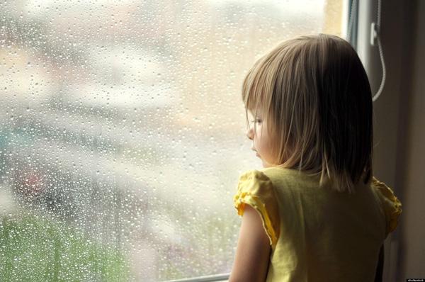 Chấp nhận, bao dung trước mọi cảm xúc của con là thử thách mà không phải cha mẹ nào cũng có thể dễ dàng vượt qua được. (Ảnh minh họa)