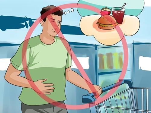 Ăn fast food và uống nước ngọt có thể gây đau dạ dày.