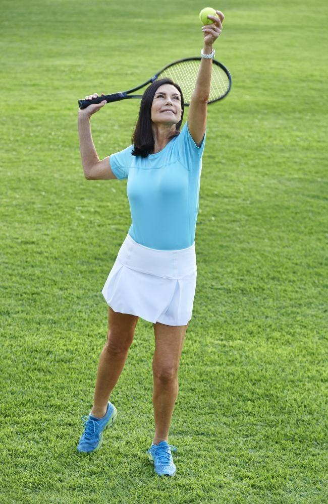 Chăm chỉ luyện tập thể thao cũng là một trong những cách giúp bà trẻ khỏe.