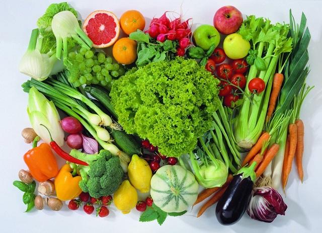 Người bị ung thư nên ăn những thực phẩm có màu xanh đậm. (Ảnh minh họa)