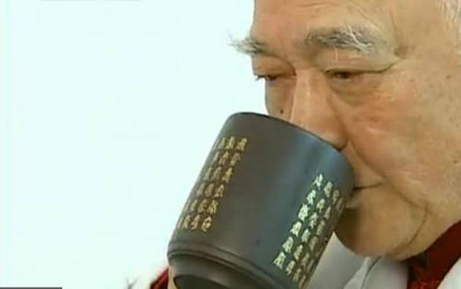 Giáo sư Nhân coi bài thuốc tứ vị này là trà, uống đều đặn mỗi ngày