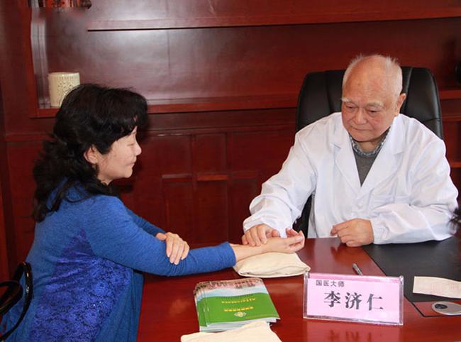 Giáo sư Nhân cũng là tấm gương lớn trong việc tự chăm sóc sức khỏe mà chúng ta có thể học hỏi.