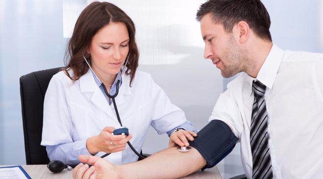 Đi khám sức khỏe định kỳ sẽ là một trong những cách phòng tránh hoặc phát hiện sớm ung thư gan. (Ảnh minh họa).