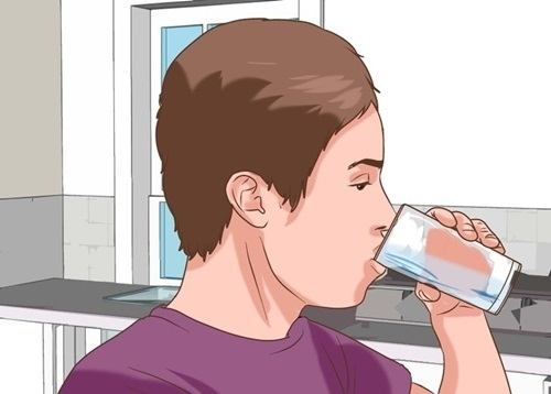 Anh thường xuyên thấy khát và phải bổ sung insulin thường xuyên.