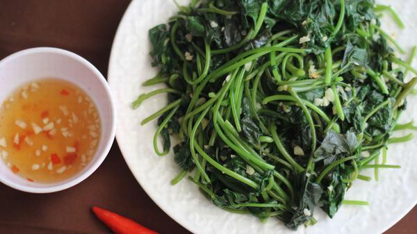 Nếu bạn bị nóng trong, ăn rau khoai lang cũng sẽ giúp thanh nhiệt, giải độc rất tốt.