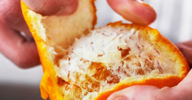 Vỏ cam sẽ có hoạt chất khiến xương cá mềm và tan theo nước bọt.
