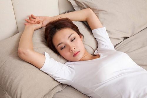 Mẹo nhỏ này sẽ giúp bạn đi vào giấc ngủ ngon chỉ sau 1 phút đồng hồ.