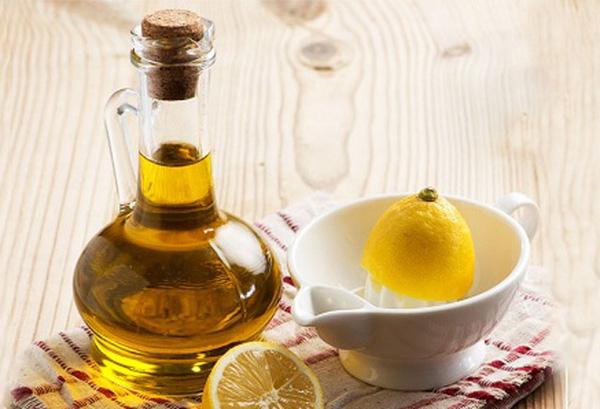 Không cần bia, bạn có thể trộn dầu oliu và nước chanh theo tỉ lệ phù hợp.
